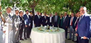 Vali Orhan Tavlı Vatandaşlarla Bayramlaştı