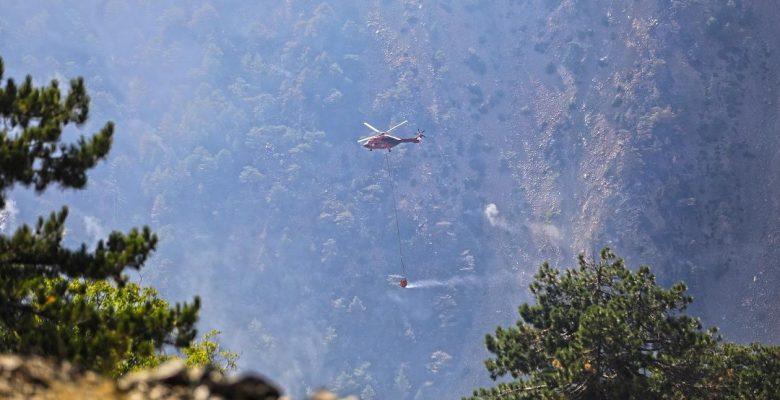 Muğla Büyükşehir'in Kırmızı Helikopteri Alevlere 4 günde 322 Kez Su Bıraktı
