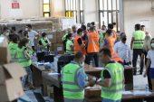 Vatandaşlar Yardım Noktalarında Büyük Çaba Sarf Ediyor